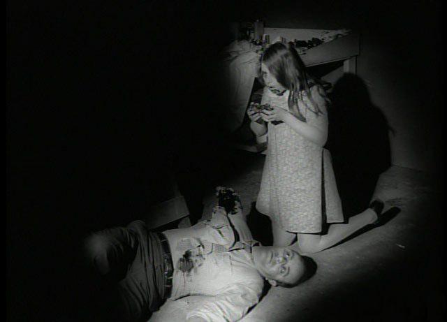 En el sótano, huyendo de los zombis...